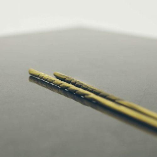 hand-forged-brass-twisted-chopsticks-2
