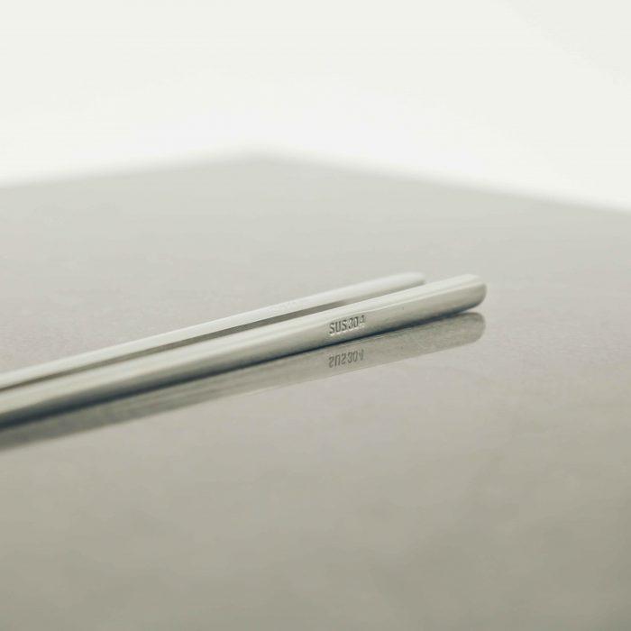 modern-silver-titanium-chopstick-set-4