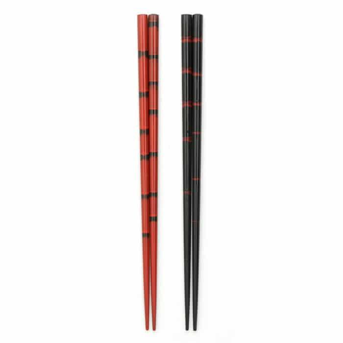 traditional-red-black-japanese-chopstick-set-1