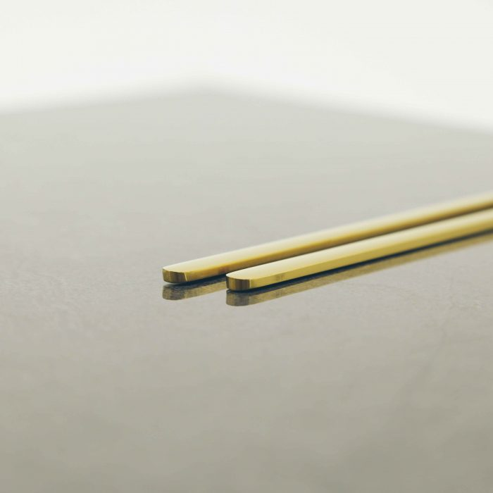 modern-gold-titanium-chopstick-set-3